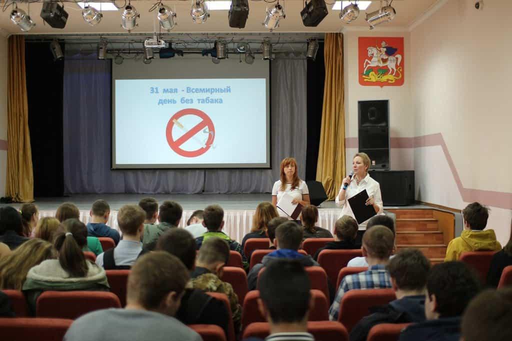 Рисунок 4. Презентация в Омском колледже на тему вреда от курения