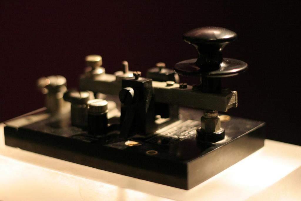 Рисунок 2. Телеграфный ключ для передачи информации