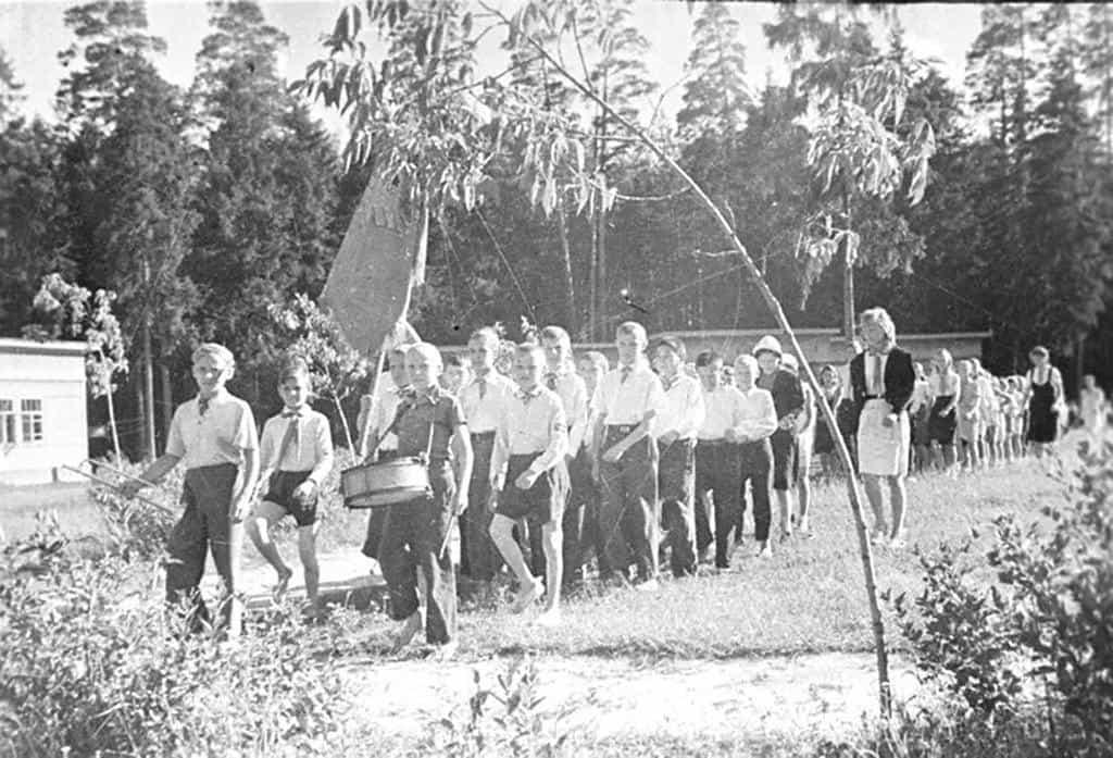 Рисунок 3. Пионерский отряд