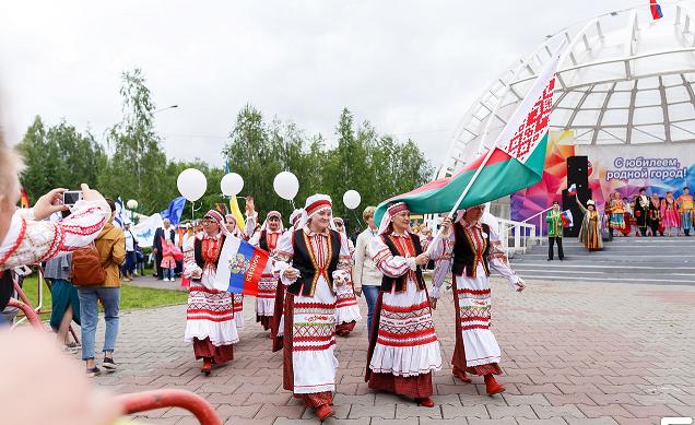 Рисунок 4. Шествие национальных костюмов