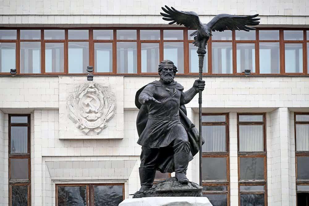 Рис. 1. Памятник Ивану III (Великому)