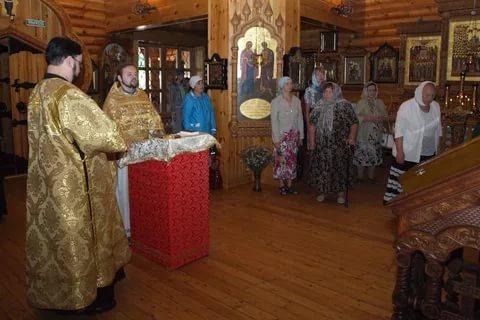 Рисунок 2. Божественная литургия в честь апостолов
