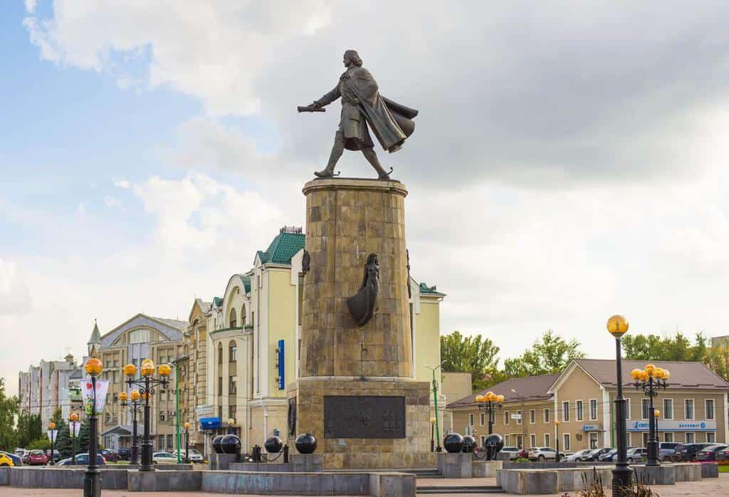 Рисунок 3. Памятник Петру I в Липецке