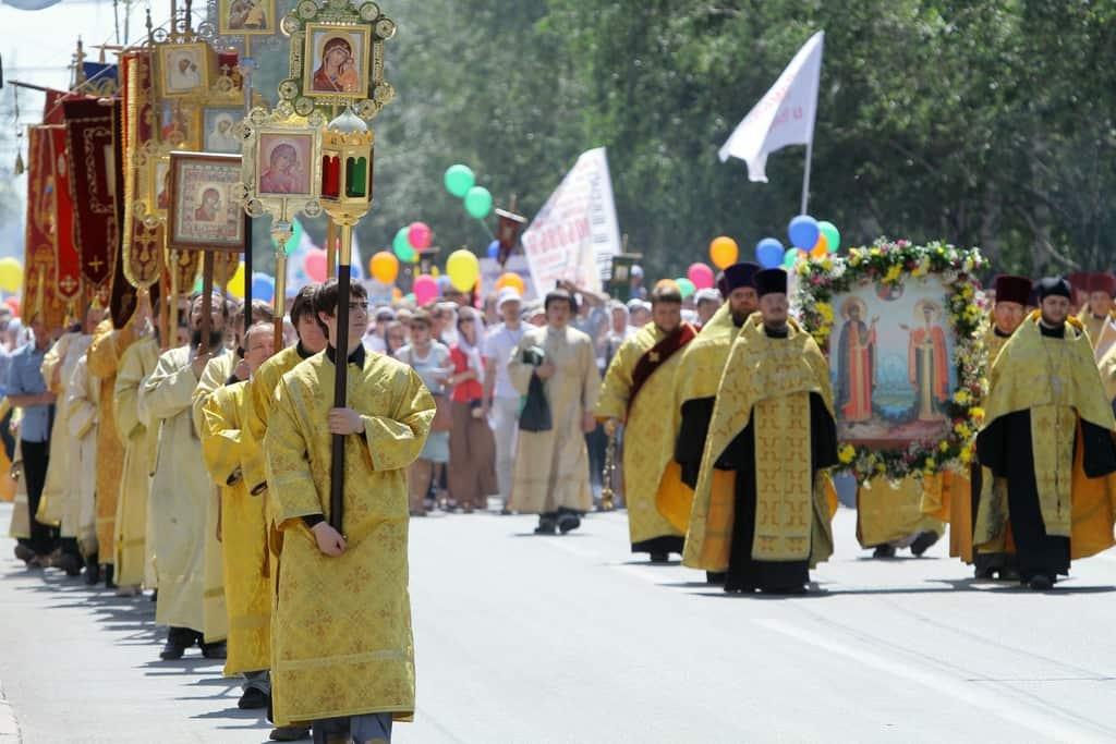 Рисунок 1. Крестный ход в годовщину Крещения Руси