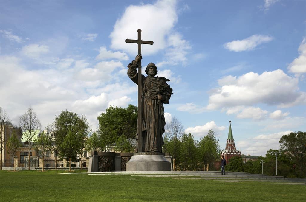 Рисунок 2. Памятник князю Владимиру на Боровицкой площади в Москве