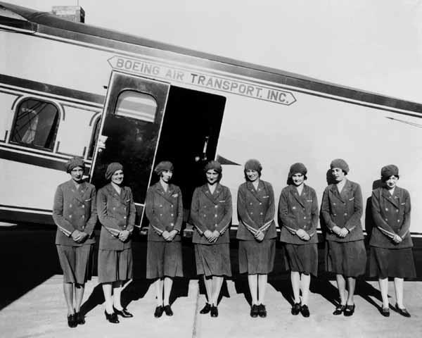 Рис. 2. Первые стюардессы в истории