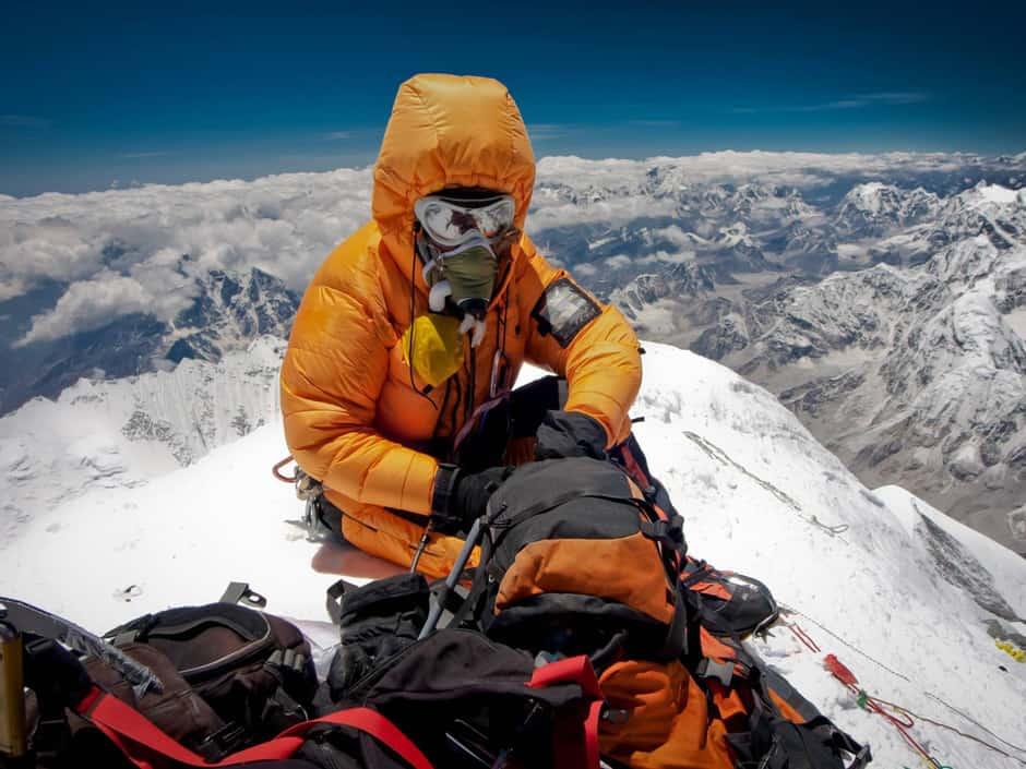 Рис. 4. Альпинист на пике Эвереста