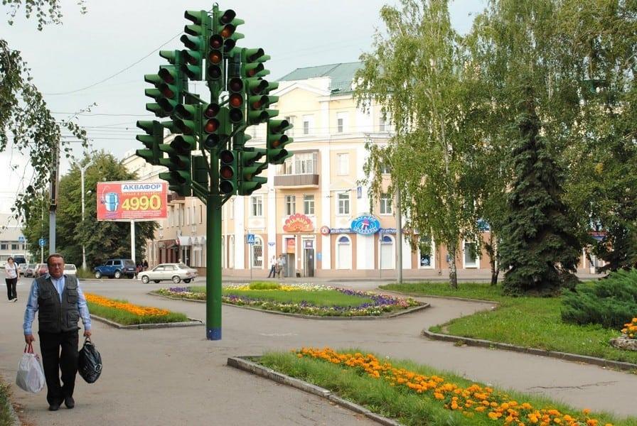 Рис. 3. Памятник «Дерево-светофор» в Пензе