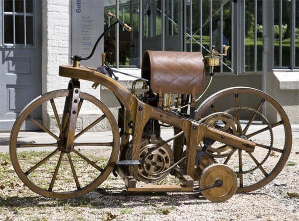 Рисунок 3. Так выглядели первые мотоциклы