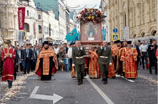 Рис. 1. Крестный ход в Ильин день в Москве в 2018 году