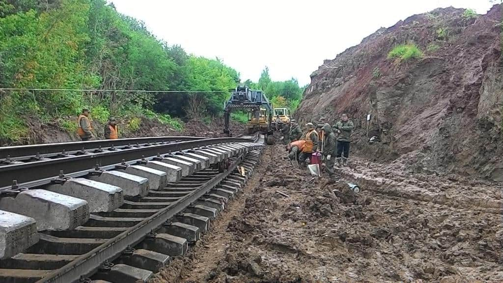Рисунок 1. Строительство магистрали военными железнодорожниками