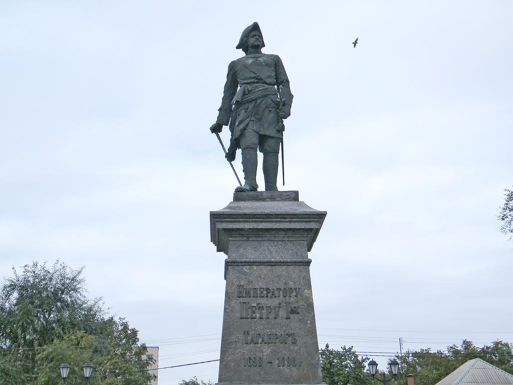Рисунок 1. Памятник Петру I в Таганроге