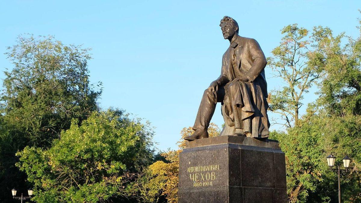Рисунок 1. Памятник А.П. Чехову в Таганроге