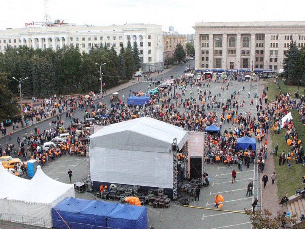 Рис. 1. Праздничный концерт