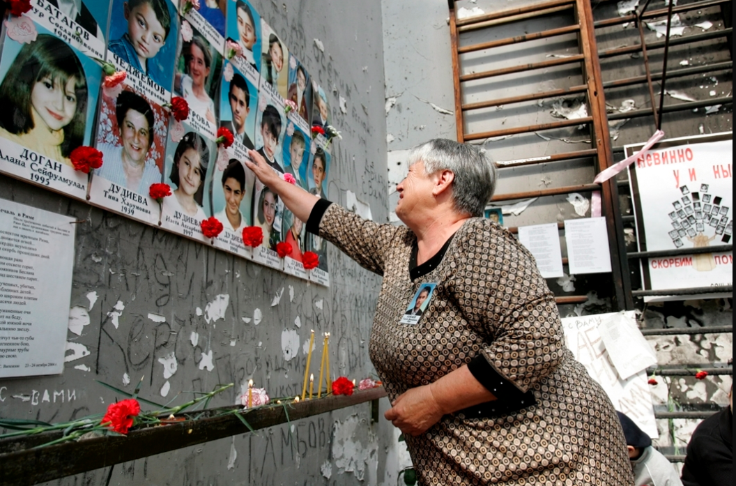Рис. 2. Стена с именами детей, погибших во время Бесланской трагедии